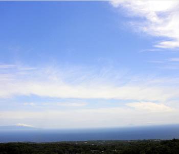 海と伊豆七島を雄大に望むロケーション